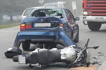 Nehoda motocyklisty u mlékárny v Jindřichově Hradci.