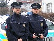 Jindřichohradečtí policisté Jiří Havlíček a Jiří Šipon poskytli první pomoc muži, který se pokusil o sebevraždu.