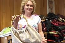 Ve své skříni zapátrala stejně jako i loni také místostarostka Jindřichova Hradce Petra Blížilová a přinesla hned pět kabelek najednou.