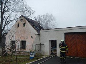 Požár stavení v Pleších-jh1801