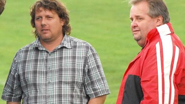 Trenér Třeboně Marcel Tomášek (vlevo) a vedoucí mužstva Jan Budějcký.