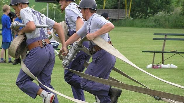 Víkend v Dešné patřil dobrovolným hasičům.