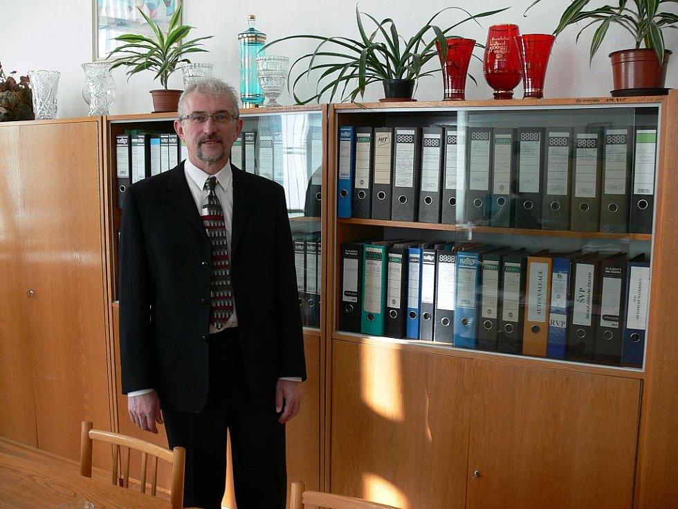 Jaromír Sváček v ředitelně 2. základní školy v J. Hradci.