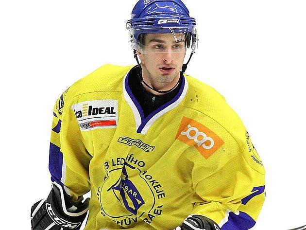 Hokejový útočník Vajgaru Daniel Záhora.