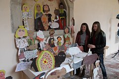 Svůj betlém připravily také děti ze 2. základní školy v Hradci, konkrétně Pavla Píchová a Nina Řeřichová pod vedením paní učitelky Hany Proxové.