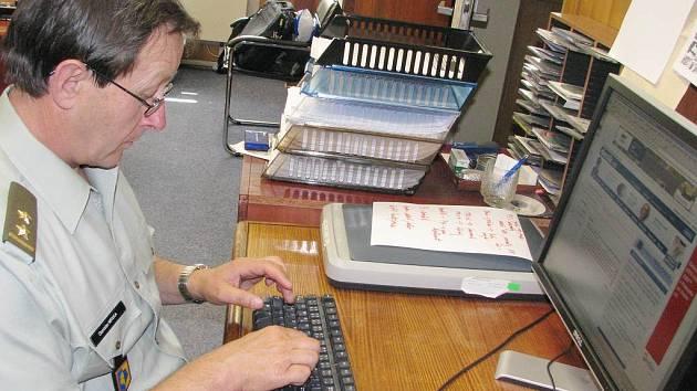 Velitel záchranářů odpovídal on-line v redakci Jindřichohradeckého deníku.
