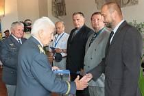 Setkání válečných letců v Jindřichově Hradci navštívil i generál Boček.