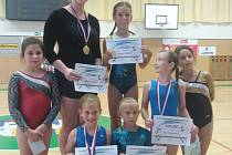 Gymnastky hradeckého Slovanu vybojovaly v krajském přeboru celkem pět medailí.