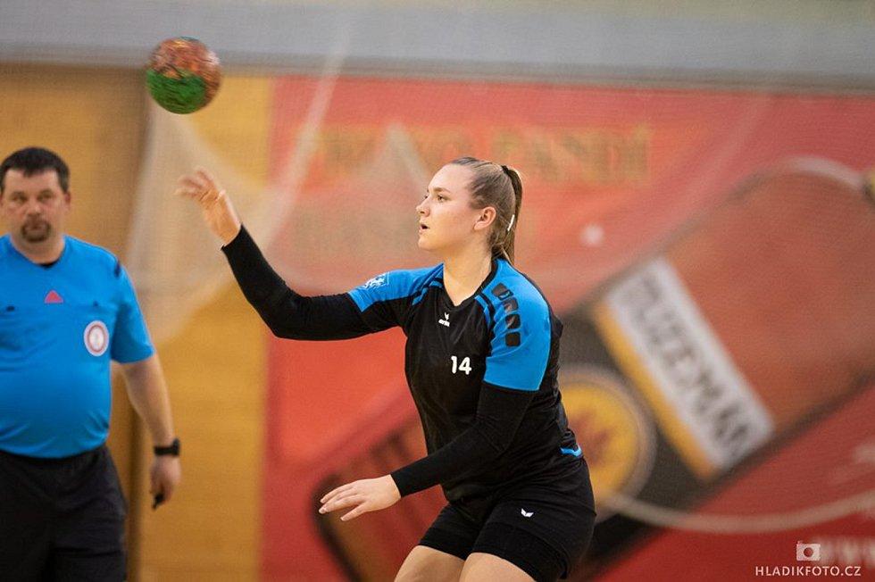 Krystýna Plucarová byl s 11 góly nejlepší střelkyní zápasu, v němž hradecké házenkářky remizovaly v Ivančicích 31:31.