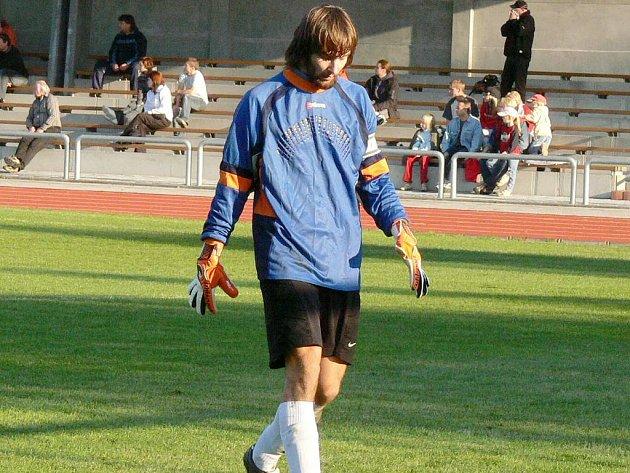 Dačický gólman Tomáš Ferdan opouštěl po zápase s Dřítní hřiště se sklopenou hlavou. Jeho tým doma prohrál 2:3.