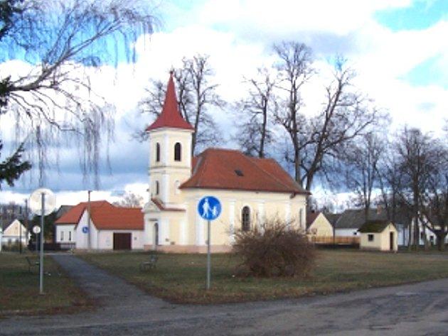 Kostel svatého Jana Nepomuckého v Lužnici.