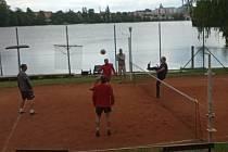 Druhý ročník jarního nohejbalového turnaje trojic hostila jindřichohradecká plovárna.