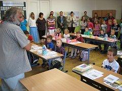 Žáci dorazili i do školy v Novosedlech nad Nežárkou.