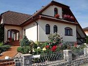 Dačičáci již šestým rokem soutěží se svými rozkvetlými okny, předzahrádkami i terasami. Foto: archiv MÚ Dačice