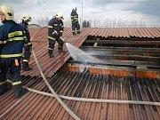 Nedělní požár stroje ve skladové hale v Třeboni způsobil škodu za 1,5 milionu korun. Nikdo naštěstí nebyl zraněn.