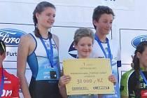 Anna, Jakub a Hynek Hrdličkovi získali pro hradecký Plavecký klub titul mistrů republiky v triatlonu.