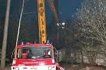 Ve Stráži nad Nežárkou vypukl požár v bývalém chátrajícím lihovaru.