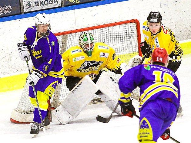 Hokejisté Vajgaru v souboji o záchranu v II. lize na svém ledě porazili Sokolov 5:3.