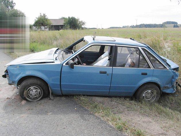 Řidič u hranic jindřichohradeckého a pelhřimovského okresu v důsledku opilosti nezvládl zatáčku.