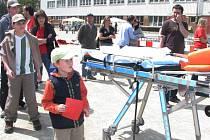 Děti se u stanovišť na Tyršově stadionu v rámci akce Pomoz pomoc vydováděly.