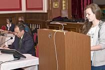 ROLE RADNÍCH A ZASTUPITELŮ a občanů si mohli vyzkoušet žáci 9. tříd Základní školy Komenského v Dačicích.