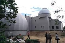 Dokončování přestavby jindřichohradecké hvězdárny.