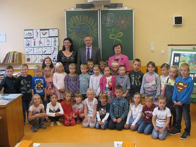 Prvňáčci ze základní školy vNové Včelnici.
