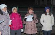 V Rodvínově si lidé koledy zazpívali u zvoničky.