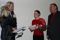 Když 1. března přebírali kapitánka TJ Házená J. Hradec Karolína Urbanová a předseda klubu Jiří Toufar ocenění za druhé místo v anketě  Sportovec roku 2006 okresu J. Hradec v kategorii týmů, ještě netušili, že sezona bude mít  tečku v podobě postupu.