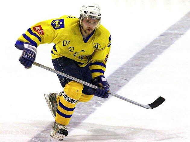 Zkušený útočník Aleš Skokan by měl být i v nadcházející sezoně nejvýraznější osobností jindřichohradeckých druholigových hokejistů. Vajgar v přípravě odehraje ještě pět duelů, z nichž ten nejbližší už ve středu  na domácím stadionu proti Benešovu.