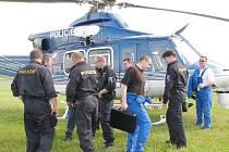 Policisté v Jindřichově Hradci nacvičovali součinnost posádky vrtulníku se zemí.