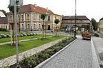 Rekonstrukce Mírového náměstí v Nové Bystřici pokračuje ve spodní části.