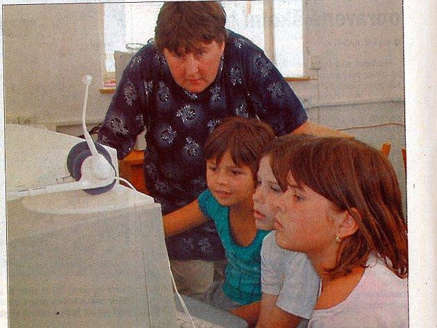Základní škola v Roseči. Poslední chvíle školní docházky v červnu 2003.
