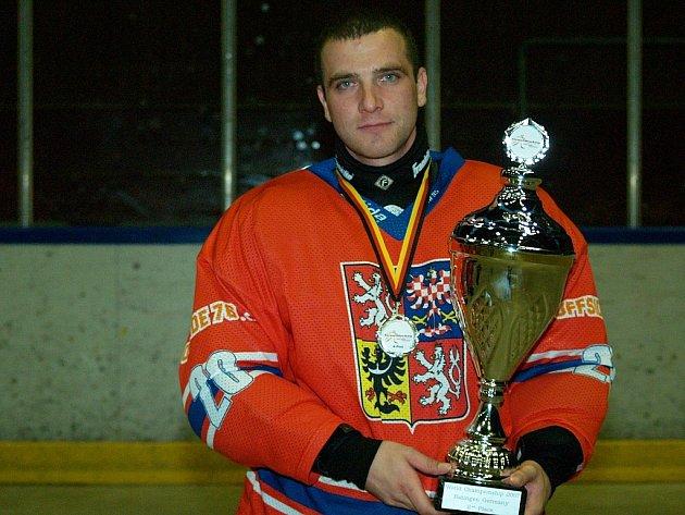 Brankář hokejbalové reprezentace Jan Donauschachtl startoval na svém druhém světovém šampionátu a z Německa si přivezl stříbrnou medaili.
