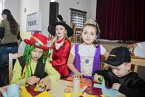 Děti ve Zdešově, místní části Jarošova nad Nežárkou, se bavily na karnevalu.