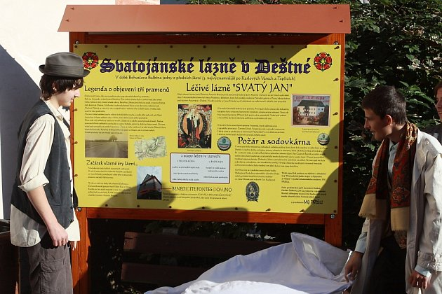 Slavnost u kostela svatého Jana Křtitele v Deštné a odhalení infopanelu lázní.