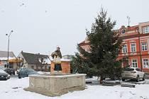 Obce na Jindřichohradecku pokryl sníh.