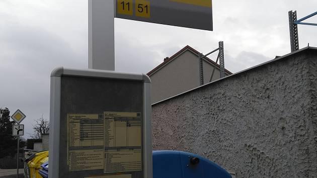 Od pondělí budou zastávky městské hromadné v J. Hradci Na kopečku a v Radouňce dopravy kvůli pokračování rekonstrukce kanalizace zrušené. Náhradní zastávka je zřízena u Staviservisu - na hlavní silnici na Deštnou.