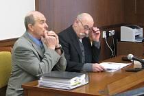Soud města Dačice s nájemcem nemocnice PP Hospitals kvůli vypovězení nájemní smlouvy. Na straně žaloby byl starosta Dačic Rudolf Hájek s advokátem Antonínem Tunklem.