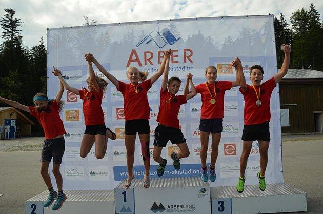 Celkem 14 cenných kovů, z toho pět zlatých, si v kategoriích žactva a dorostu z mistrovství Německa odvezli letní biatlonisté ze Starého Města pod Landštejnem.