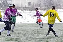 Na umělém trávníku ve Staré Hlíně začne v sobotu III. ročník zimního fotbalového turnaje Regent Cup.