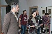 Českou část výstavy Nepředvídaná informace zahájili v pátek v Muzeu fotografie a moderních obrazových médií v Hradci.