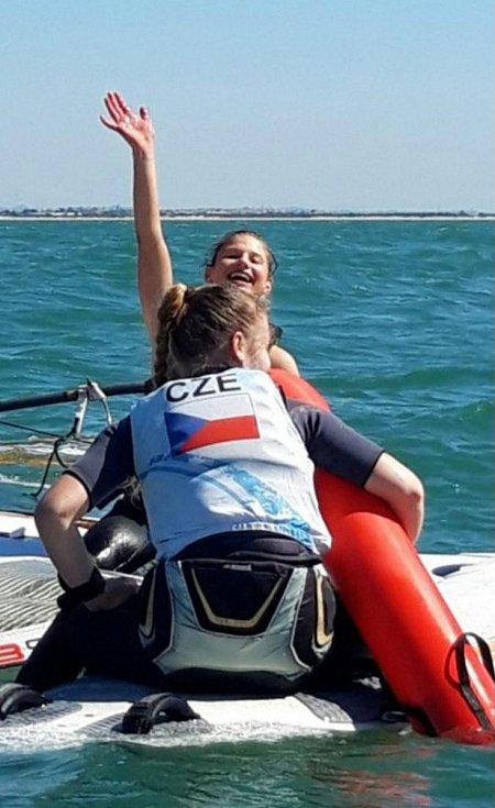 Mladí čeští závodníci ve windsurfingu absolvovali soustředění a kvalitně obsazené mistrovství Španělska.