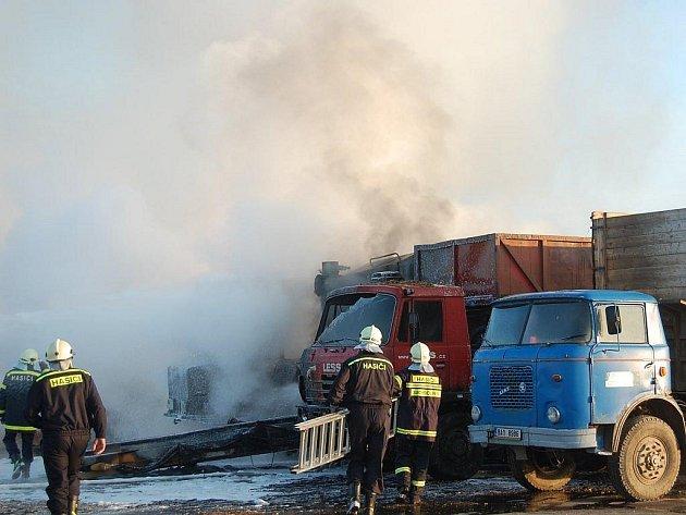 Ze života dobrovolných hasičů v Českých Velenicích.