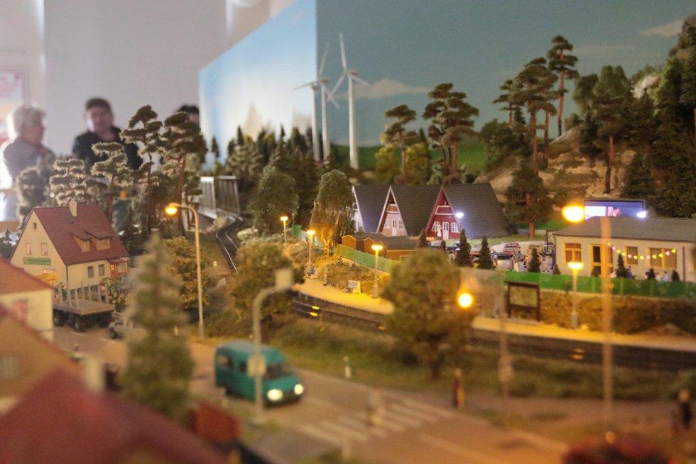 Muzejní noc ve staré radnici byla zaměřená zejména na modelové kolejiště.