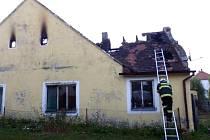 Požár neobydleného domu v Dešné.