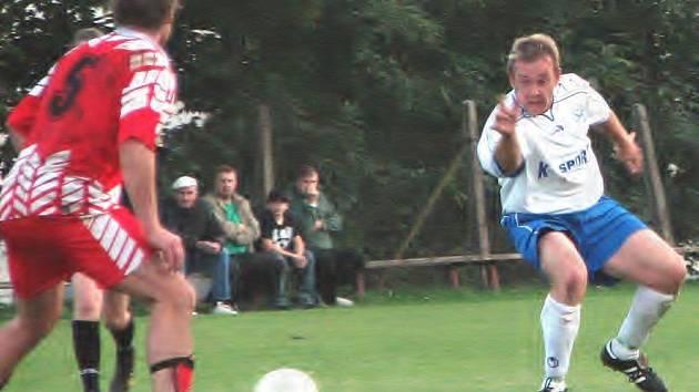 Fotbalisté Suchdola v I. B třídě u Lužnice překvapivě pouze remizovali s Chotovinami. V duelu, který skončil bez branek, se nedokázal prosadit ani domácí útočník Zdeněk Šimáček.