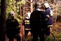 Lomničtí dobrovolní hasiči zasahovali o víkendu u požáru lesního porostu u Ponědrážky a u Mazelova (na snímku).