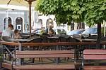 Restaurace i cukrárny v Jindřichově Hradci v pondělí otevřely zahrádky.