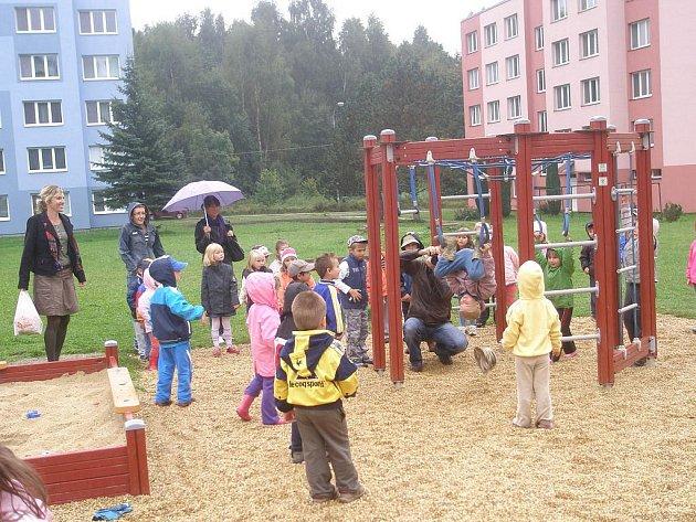 Nové dětské hřiště na sídlišti Františka Hrubína v Chlumu u Třeboně.